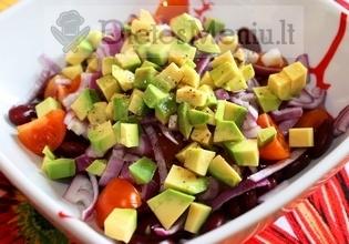 Avokado salotos su paprika