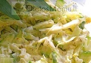 Kopūstų salotos su agurkais