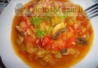 Troškinta cukinija su pomidorais ir grybais