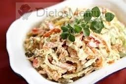 Vištienos salotos su marinuotais agurkėliais