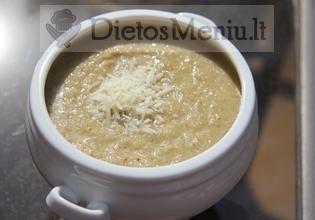Česnakų sriuba su parmezano sūriu