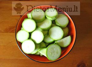 Cukinijų troškinys su daržovėmis