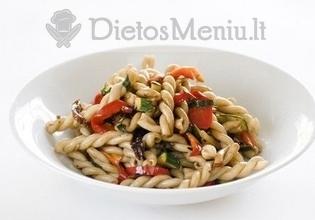 Makaronų salotos su paprikomis ir pomidorais