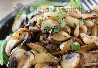 Pupelių salotos su pievagrybiais