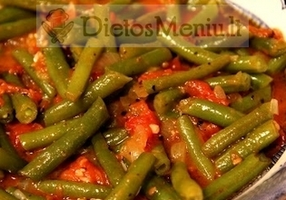 Troškintos šparaginės pupelės su pomidorais