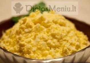 Kiaušinių mišrainė su fermentiniu sūriu