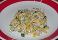 Tuno salotos su kukurūzais ir agurkais