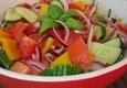 Daržovių salotos su paprika ir pomidorais