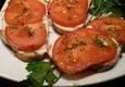 Skrudintas sumuštinis su pomidoru